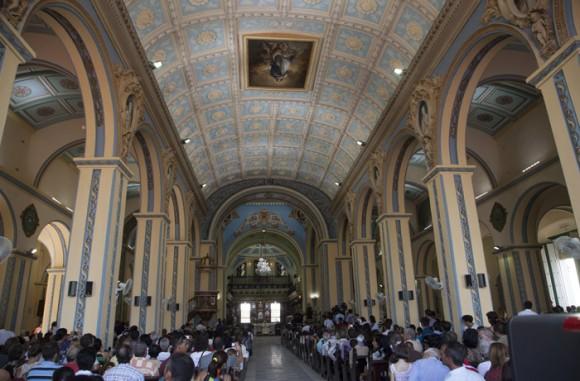 En la Catedral de Santiago de Cuba. Foto: Ismael Francisco/ Cubadebate