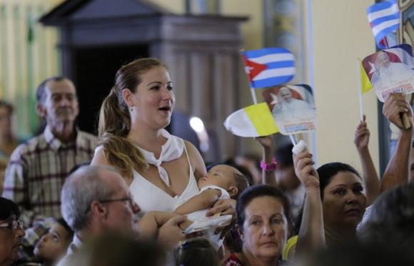 En la Catedral de Santiago el encuentro con las familias. Foto: Ismael Francisco/ Cubadebate