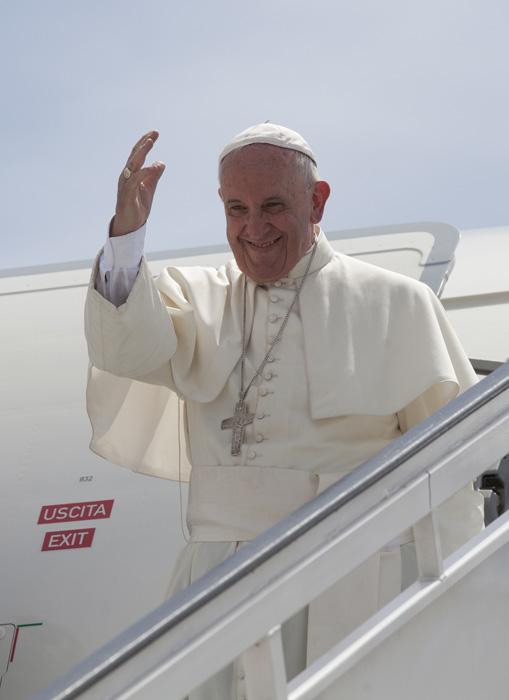 El Papa Francisco dice adiós a Cuba. Foto: Ismael Francisco/ Cubadebate