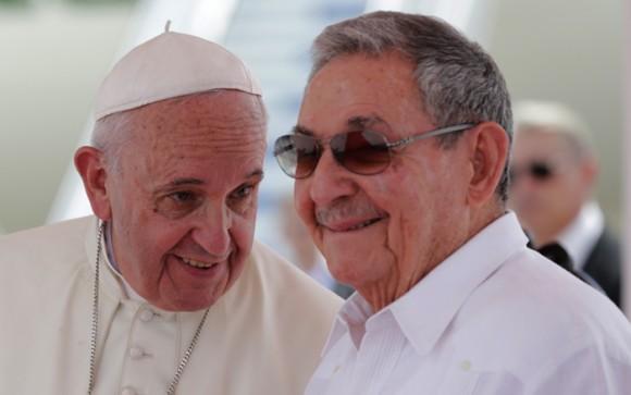 El Papa Francisco y Raúl en Santiago de Cuba. Foto: Ismael Francisco/ Cubadebate
