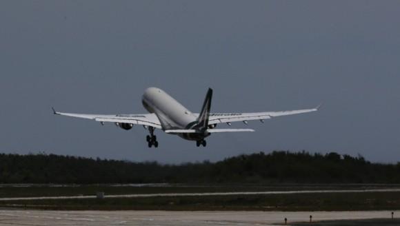 El avión donde viajó Francisco de Santiago de Cuba a Washington. Foto: Ismael Francisco/ Cubadebate