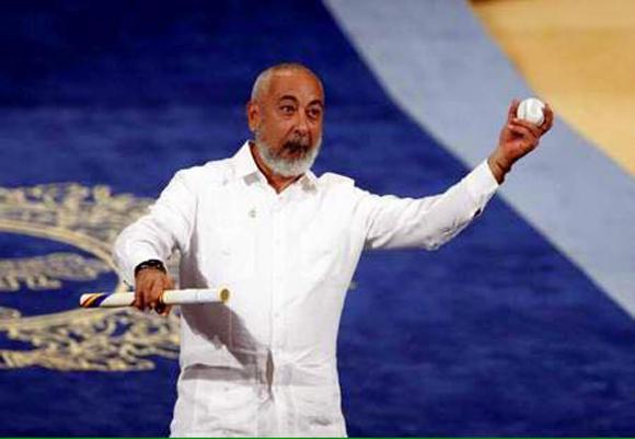 leonardo padura recibe premio princesa de asturias 2
