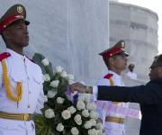 El líder timorense colocó una ofrenda florar en honor a José Martí, Héroe Nacional de Cuba. Foto: Ismael Francisco/Cubadebate