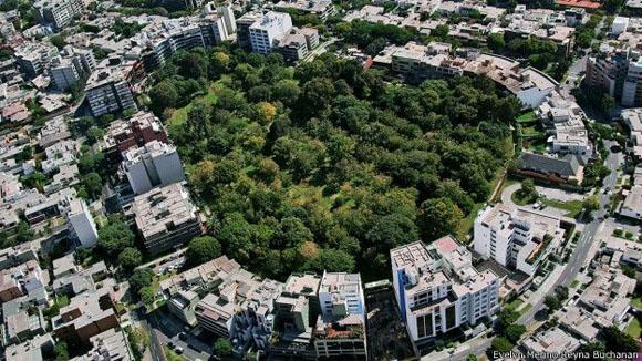 El corazón de San Isidro. Este parque en forma de corazón se llama Ernesto Alayza Grundy, y dificilmente los peatones pueden verlo. Foto: Evelyn Merino Reyna Buchanan.