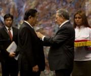Raul Castro condecora con la Orden José Martí al presidente de Laos  Choummaly Sayasone, Foto: Ismael Francisco / Cubadebate.