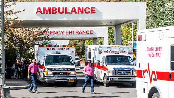 Servicios de emergencia llegan al lugar de los hechos. Foto: AP.