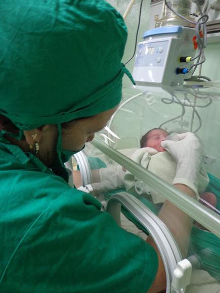 Las bebés no necesitaron de los modernos ventiladores. Foto tomada de Facebook.