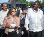 El vicepresidente sudafricano junto a Kenia Serrano, presidente del ICAP. Foto: Roberto Morejón Rodríguez/AIN