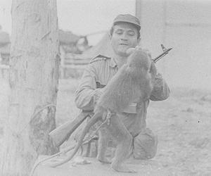 0043 Con una Mascota en el Congo