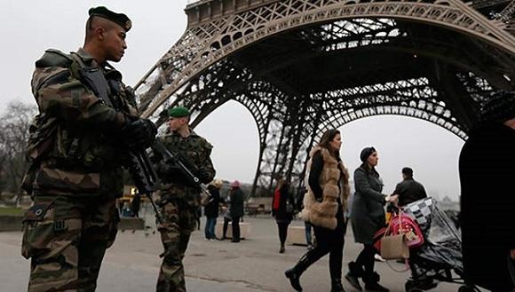 Las medidas de seguridad se han intensificado ante la posible amenaza de nuevos ataques contra la capital francesa. Foto: cronicamendoza.com
