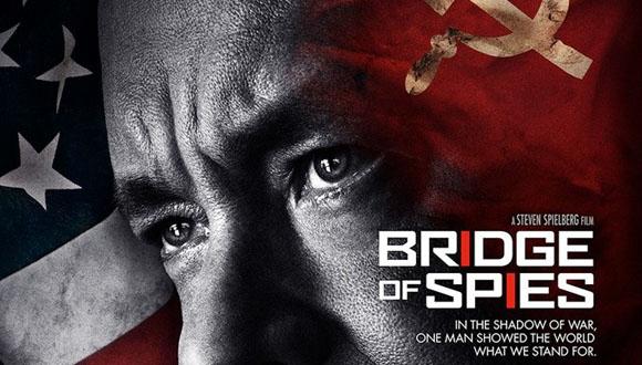 """Steven Spielberg es el director de """"Puentes de Espías"""" y Tom Hanks el protagonista."""