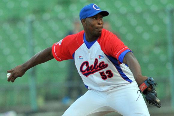 Freddy Asiel Álvarez es el primer abridor cubano que pasa de la cuarta entrada. Foto: Ricardo López Hevia