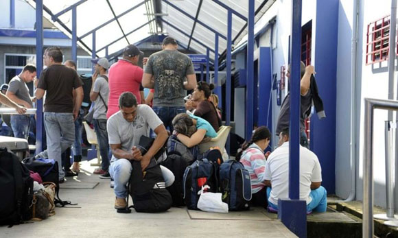 Programan salida de migrantes cubanos de Costa Rica