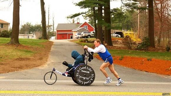 Dick Hoy tiene actualmente 75 años. El último evento en que participaron él y su hijo Rick, que tiene parálisis cerebral, fue la maratón de Boston en 2014. Foto: Getty Images