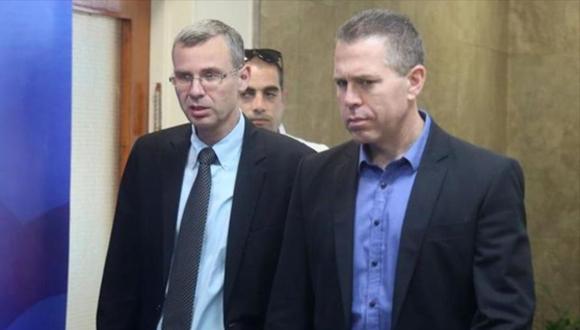 El ministro israelí del interior, Gilad Erdan (dcha.) y el ministro de turismo, Yariv Levin. (Foto: HispanTV)