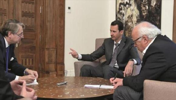 El presidente sirio, Bashar al-Asad, concede una entrevista al diario francés, Valores actuales. (Foto: HispanTV)