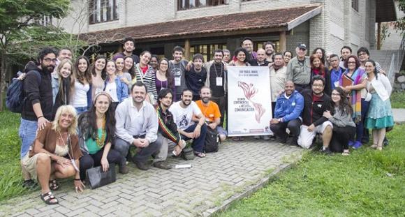 Algunos de los participantes en el Encuentro Continental de Medios en Sao Pablo. Foto tomada de TeleSur.