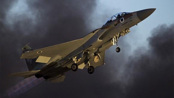 Un avión de combate F-15 de la Fuerza Aérea de Israel durante una exhibición en la base de Hatzerim, sur de Israel. / Reuters / Amir Cohen