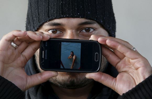 Hammad de Damasco, Siria: una imagen de él nadando en una piscina. Foto: Srdjan Zivulovic/ Reuters.