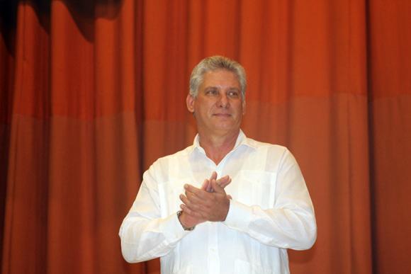 El vicepresidente de los Consejos de Estado y de Ministros, Miguel Díaz-Canel durante la gala de premiaciones FIHAV-2015. Foto: José Raúl Concepción/Cubadebate
