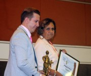 Las empresas cubanas obtuvieron un total de 18 galardones. Orlando Hernández Guillén, presidente de la Cámara de Comercio de Cuba y Ana Teresa Igarza directora general de la Oficina de ZEDM. Foto: José Raúl Concepción/Cubadebate.
