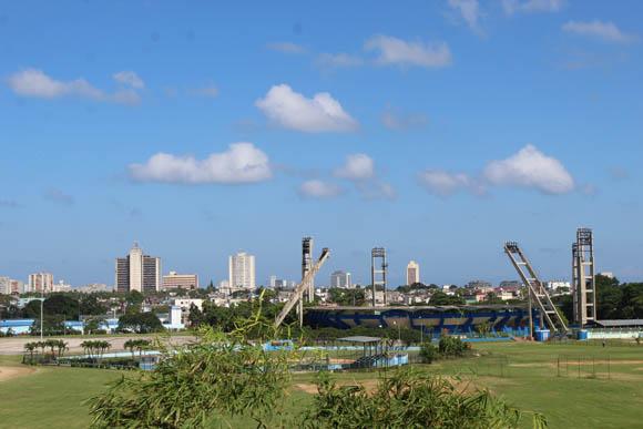El laboratorio contribuirá a la superación de atletas de categorías inferiores y provinciales. En la imagen, el estadio capitalino, Changa Mederos. Foto: José Raúl Concepción/Cubadebate.