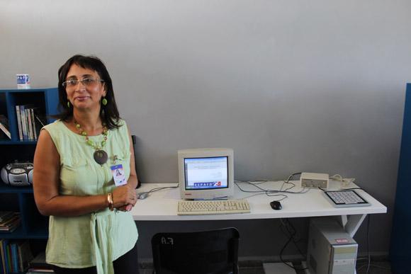 Marta Cañizares explica a los beneficios de los nuevos eqipos. Foto: José Raúl Concepción/Cubadebate.
