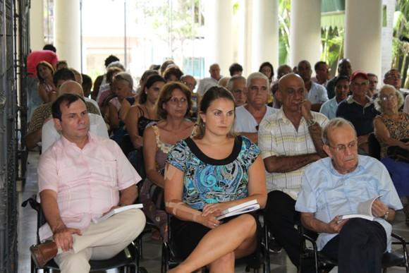 Al frente, Fernando González, Anna Domanski y Ricardo Alarcón, quienes formaron parte del público asistente al ICAP. Foto: José Raúl Concepción/Cubadebate.