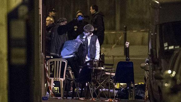 La policía cercó la zona de bares en el distrito 10, pero para entonces el atacante se había dado a la fuga. Foto: EPA