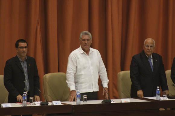 De izq a der: Jorge Arreaza, Miguel Díaz-Canel y Ricardo Cabrisas. Foto: José Raúl Concepción/Cubadebate.