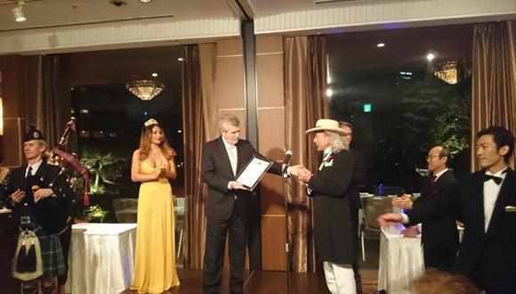 Embajador cubano en Japón recibe reconocimiento. (Foto: EmbaCuba Japón.)