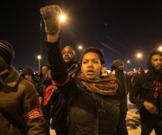 Protestas en Chicago tras divulgarse video de muerte de joven afroamericano Manifestantes marchan en Chicago y piden justicia por la muerte de Laquan McDonald.