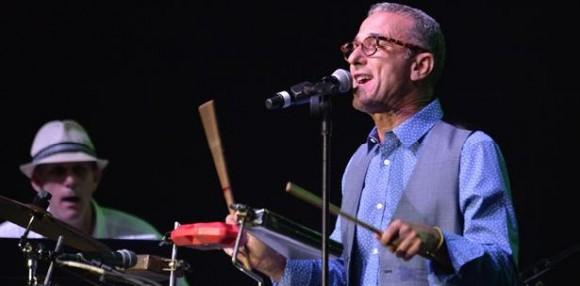 La velada comenzó con la descarga de Pupy Santiago, quien arrancó los primeros aplausos del concierto con soneos a cargo de los integrantes de su grupo. (jose.rodriguez1@gfrmedia.com)