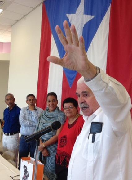 """Rafael Cancel Miranda, agradece con su verbo encendido, el mensaje de los Cinco Héroes cubanos con la palabra de José Martí: """"No se pueden hacer grandes cosas, sin grandes amigos""""."""