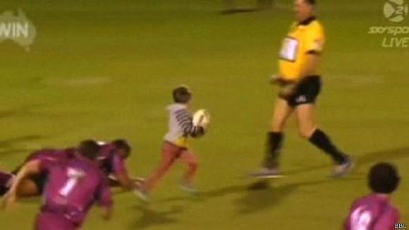Un try que pasó a la historia del rugby australiano.  Foto: Sky Sport