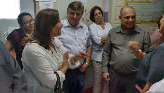 Ministro de Salud de Cuba visita a colaboradores cubanos en municipio brasileño de Cristalina