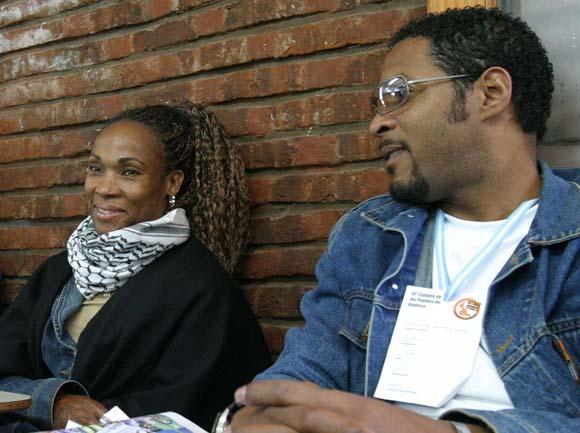 ARGENTINA, Mar del Plata.- 05 11 02.  Cumbre de los Pueblos. deportistas cubanos en debates. Foto: Ismael francisco/Cubade
