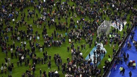 En el Estadio de Francia se jugaba un amistoso entre las selecciones francesa y alemana. Foto AFP.