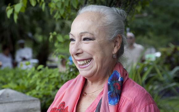 La bailaora Cristina Hoyos en la exposición de Jesús Lara. Foto: Ismael Francisco/ Cubadebate.