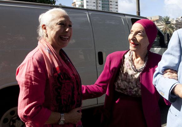 Cristina Hoyos y Alicia Alonso en la inauguración de Seda y Acero. Foto: Ismael Francisco/ Cubadebate.