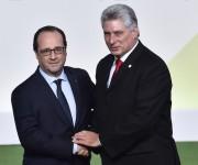 El Presidente Francois Hollande saluda a Díaz Canel en París. Foto: Loic Venance/ Pool vía AP.