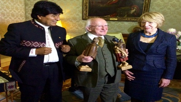 Se reúnen por vez primera presidentes de Bolivia e Irlanda del Norte