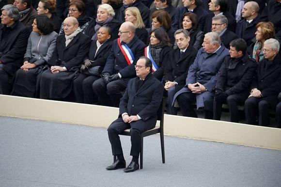 Françoise Hollande presidió el Homenaje Nacional. Foto: Reuters.
