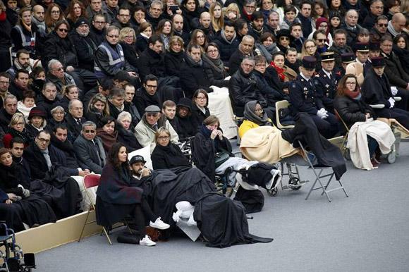 Los heridos del atentado también asistieron al homenaje. Foto: Reuters.