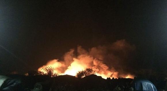 Incendio en campamento de refugiados en Francia. Foto tomada de larepublica.es