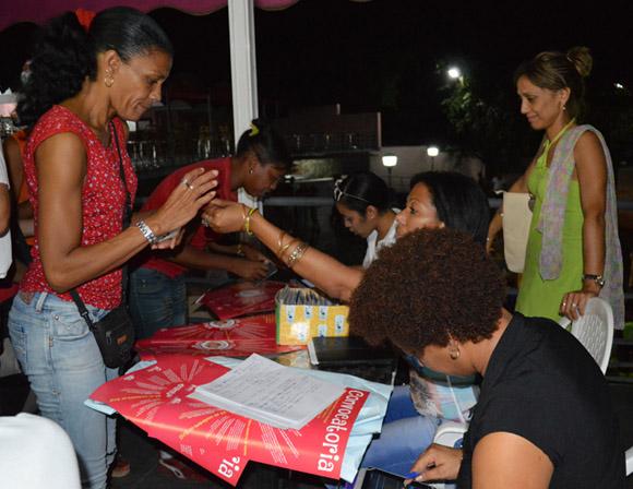 Inscripciones para Rueda de Casino Gigante que busca romper récord. Foto: Marianela Dufflar/ Cubadebate.