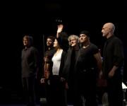 De izquierda a derecha, Guillermo Prats, Biel Graells, Nelsa Baró, Mayte Martín, Chico Fargas y Vicens Soler, en el Teatro Mella. Foto: Isabel Camps