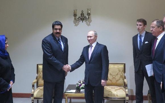 """Maduro agradece a Putin sus esfuerzos por que """"reine la paz en el mundo""""."""