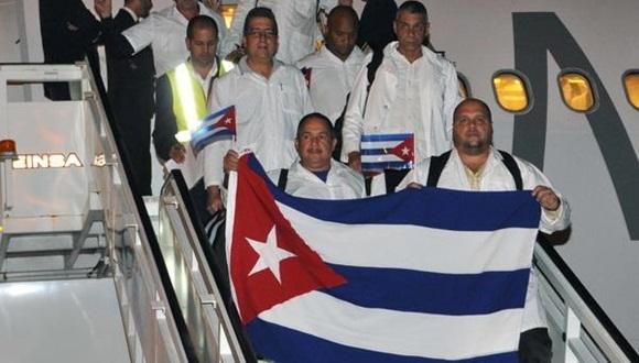 Médicos cubanos que combatieron el ébola en África regresan a la patria. Foto: Archivo.