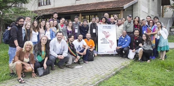 Entre el 20 y el 22 de noviembre se desarrolló en la Escuela Nacional Florestan Fernandes, que impulsa el Movimiento Sin Tierra (MST) de Brasil, un encuentro continental de medios de comunicación, que contó con la participación de 35 medios de 18 países. Entre ellos, Cubadebate.